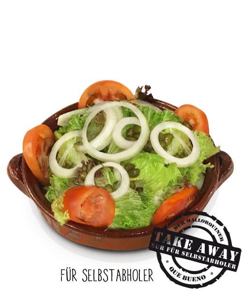Ensalada Mallorquín - Großer grüner Salat mit Tomaten, Zwiebeln und Kapern