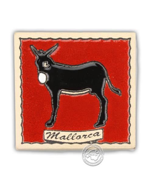 Fliesen aus Mallorca Reliefmagnetfliese mit Maultiermotiv auf roten Hinterdrund 5,5 cm x 5,5 cm